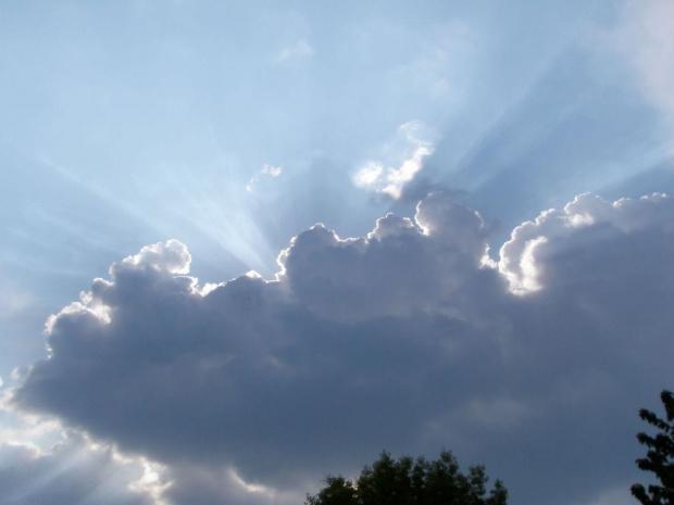 promienie zza chmur. #niebo #chmury #chmura