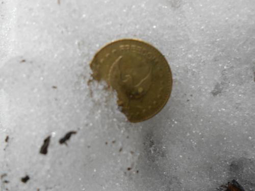 """Zima 2012,znaleziona w śniegu moneta, z napisem """"freedom"""" #zima #moneta"""
