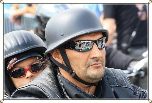 Harley - Days Hamburg / 2010 okolo 75000 motocykli z calej europy . Ponad pol miliona gapiow #harley #twarze #motory #zlot