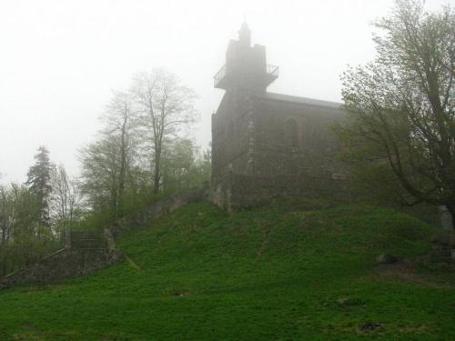 Kościół na Ślęży #Ślęża #kościół #mgła
