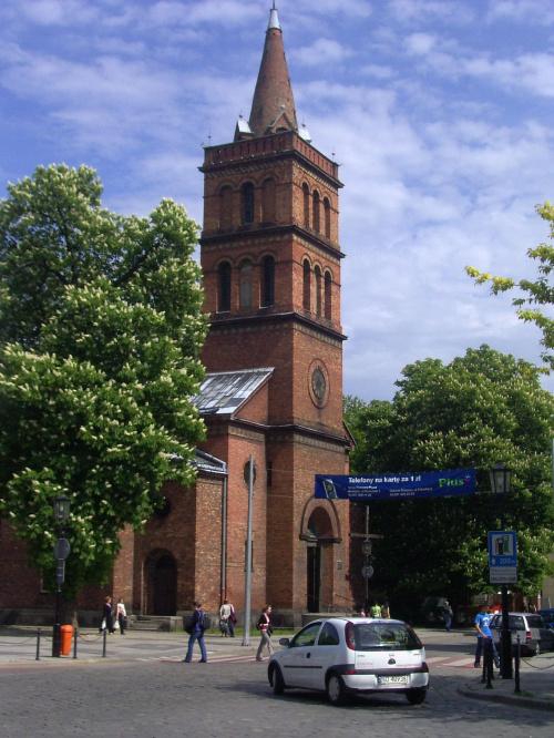 Gniezno kościół Garnizonowy Pamiątkowa Tablica pilotów Władysław Gnyś i Frank Neuber
