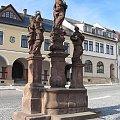 Rzeźby maryjne na rynku #czechy #Jilemnice #ratusz #rzeżby