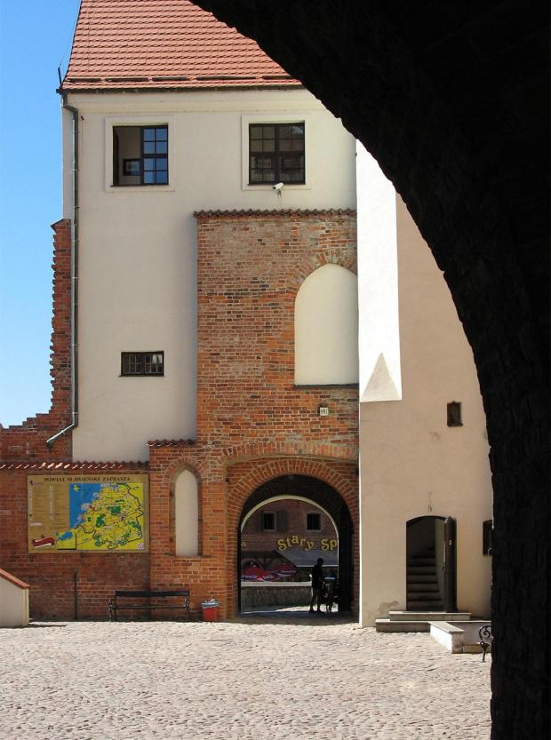 tu zadziałał ANDPOL19- porównaj z: http://www.fotosik.pl/pokaz_obrazek/ace678fc214a0e07.html i znajdź różnice :) #zamek #Darłowo #zwiedzanie