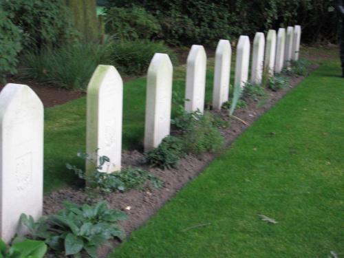 Groby polskich spadochroniarzy na cmenarzu Osterbeek koło Arnhem #Driel #Baltussen #SosabowskiOsterbeek