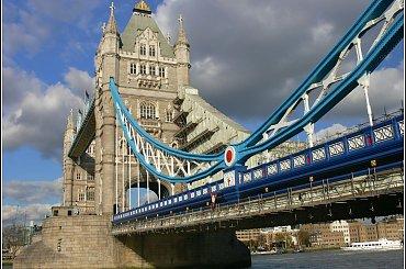 Tower Bridge na Tamizie. Londyn