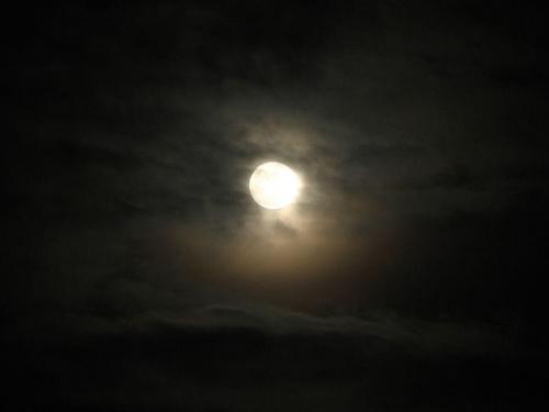 Ksiezyc #księżyc #noc #chmury